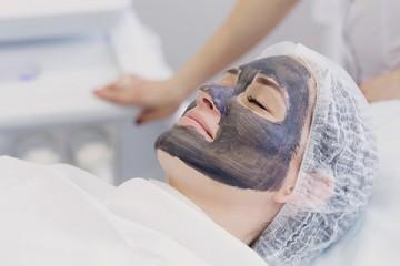 Карбоновый лазерный пилинг кожи